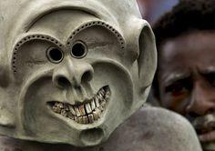 Mud Men tribe from Asaro - Papua New Guinea by Eric Lafforgue, via Flickr www.papua-by-raz.co.il/papua פפואה גינאה החדשה