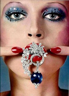 Disco makeup t Disco makeup Discos and Makeup Retro Makeup, Vintage Makeup, Vintage Jewelry, 1970s Makeup Disco, Makeup Inspo, Makeup Inspiration, Costume Disco, Bracelet Chanel, Hippie Stil