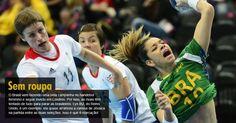 O Brasil vem fazendo uma bela campanha no handebol feminino e segue invicto em Londres. Por isso, as rivais têm tentado de tudo para parar as brasileiros. Lyn Byl, do Reino Unido, é um exemplo: ela quase arrancou a camisa de Jéssica na partida entre as duas seleções. Isso é que é marcação!