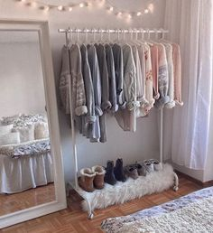 Teen Girl Bedrooms cozy image - An exiciting yet powerful pool of bedroom decor ideas. Stored under teen girl bedrooms small space , nicely created on this perfect date 20190711 Cute Bedroom Ideas, Cute Room Decor, Room Ideas Bedroom, Bedroom Inspo, Girl Bedroom Designs, Teen Room Decor, Trendy Bedroom, Small Bedroom Ideas For Girls, Winter Bedroom Decor