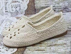 Купить или заказать Туфли Лодочки вязаные в интернет-магазине на Ярмарке Мастеров. Туфли лодочки связаны из хлопка натурального, цвет - льняной. Мысок выполнен красивым ажурным узором. Вязка выполнена особым приёмом плетения, полотно плотное, не вытягивается в процессе носки и стирки. Ниточки не линяют. Туфельки смотрятся интересно и не скучно. И ,конечно же, очень удобные... Такая обувь обеспечит легкость Вашей походки,пристальное внимание окружающих и комфорт для ножек.