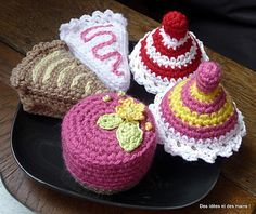 Crocheted Petit Four Pastry - free crochet pattern