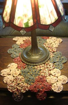 fabric yoyos table runner, set of four same colors of yoyo's