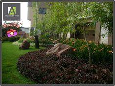 #Flores🌸🌷🌺🌻🌹e #Cores🎨, quem disse que só as flores podem dar cor ao nosso #jardim ? #Folhagens de tons vibrantes embelezam este maravilhoso jardim, sem falar nos #lírios (hemerocallis) que sempre florescem em abundância. #contrateumarquitetopaisagista👆👍🔝#paisagismo #landscape #garden #garten #landscapingideas #landscapingdesign #jardim #jardinagem#ArquiteturaVerdePaisagismo fazemos tudo com muito❤️😍