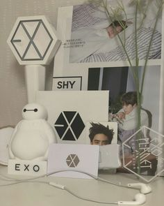 Y exo for your table Lightstick Exo, Kpop Exo, Chanyeol, Exo Merch, Army Room, Exo Album, Exo Lockscreen, Exo Fan, Room Goals