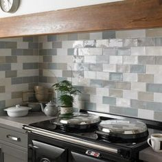 The Wickes Farmhouse range of tiles are a rustic tile that have a handcrafted appearance and are available in a variety of colours that will create a homely feel in a country and urban environment alike. Kitchen Wall Tiles Design, Grey Wall Tiles, Kitchen Splashback Tiles, Ceramic Wall Tiles, Wall And Floor Tiles, Kitchen Walls, Farmhouse Style Kitchen, New Kitchen, Kitchen Decor