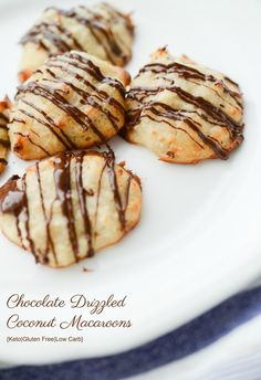 Chocolate Drizzled Coconut Macaroons made with almond flour, coconut and egg whites are a low carb dessert option when you're craving something sweet. Oatmeal No Bake Cookies, Yummy Cookies, Cake Cookies, Christmas Cookie Exchange, Christmas Cookies, Blueberry Cookies, Caramel Crunch, Coconut Macaroons, Chocolate Drizzle