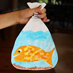 Make your own goldfish in a bag craft with the kids! It's a great art project to go with Finding Nemo or after a pet store stop.