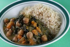 A Year of Slow Cooking: Honey Beans and Spinach Slow Cooker Dinner---This is SO delicious! A great vegetarian dish.