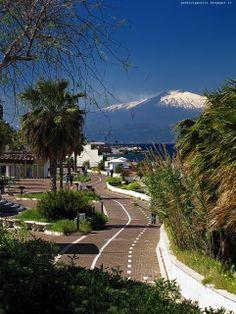 L'Etna vista dalla Via Marina di Reggio Calabria