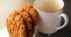 A legendás Anzac keksz története az I. világháború idejére nyúlik vissza:   az édesanyák/feleségek sütötték a háborúban lévő fiaiknak... Biscuits, Cookies, Mugs, Tableware, Crack Crackers, Crack Crackers, Dinnerware, Tumblers, Tablewares