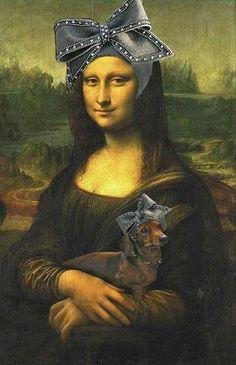 Mona Lisa & dog in matching bowed hats Real Mona Lisa, Mona Lisa Smile, Arte Dachshund, Dachshund Love, Daschund, Le Sourire De Mona Lisa, Monnalisa Kids, Bd Pop Art, Mona Friends
