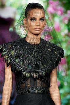 Christian Dior Fall 2019 Couture Fashion Show - Vogue Dior Haute Couture, Christian Dior Couture, Couture Fashion, Dark Fashion, New Fashion, Boho Fashion, High Fashion, Fashion Show, Vogue Paris