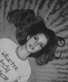 Del Rey looking dreamy☁ Lana Del Rey Freak, Ride Lana Del Rey, Lana Del Ray, Lana Del Rey Quotes, Lana Del Rey Lyrics, Elizabeth Woolridge Grant, Elizabeth Grant, Born To Die, Brooklyn Baby