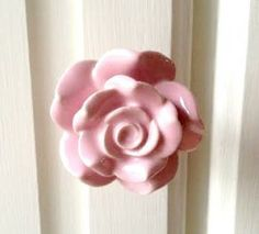 These pretty knobs would look perfect against any shabby chic project. Ideal for drawers or cupboards - you will be sure that they will 'take root' in your home perfectly!