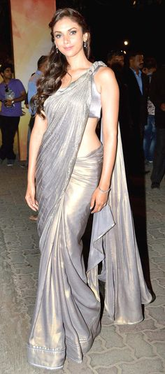 Aditi Rao Hydari at the 58th Filmfare Awards 2013 #Bollywood #Fashion Gorgeous saree #saree #sari #blouse #indian #outfit #shaadi #bridal #fashion #style #desi #designer #wedding #gorgeous #beautiful