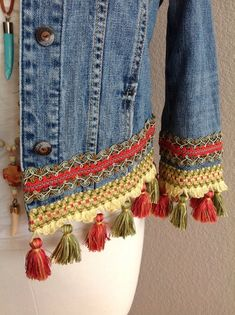 Rich sage/terr-cotta tassels embellished BoHo Chic Bohemian one of a kind original upcycled eco-friendly size XS denim jacket Pull Crochet, Gilet Crochet, Big Fashion, Denim Fashion, Style Fashion, Fashion Tips, Mode Statements, Bohemian Schick, Diy Kleidung