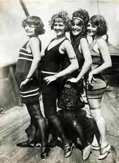 Retro y Vintage Belle Epoque, Mode Vintage, Vintage Ladies, 1920s Swimsuit, Art Et Architecture, Vintage Outfits, Vintage Fashion, Oldschool, Roaring Twenties