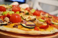 Garantat, cea mai bună pizza cu de toate! Legume, ierburi aromatice, sănătate, culoare, făină, veselie! Mai, Mozzarella, Vegetable Pizza, Vegetables, Food, Essen, Vegetable Recipes, Meals, Yemek