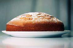 A ce dessert incontournable de notre enfance, cette Madeleine de Proust que nous avons toutes et tous en commun, Cyril Lignac a ajouté un zeste de citron pour le rendre plus savoureux encore. On adore !