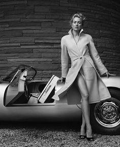 Naomi Watts posing on what looks to be a Porsche 550 Spyder Photo : Norman Jean Roy Porsche 550 Spyder, Porsche Carrera, Porsche Panamera, Naomi Watts, Porsche Logo, Cayman Porsche, Porsche Girl, Porsche Club, Porsche Models