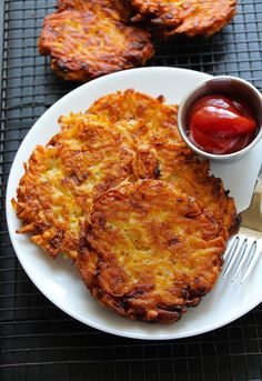 Extra Crispy Restaurant Style Hashbrown Patties - Layers of Happiness - Super simple restaurant style hashbrown patties. Super crispy outside with soft tender insides. Breakfast Dishes, Breakfast Time, Breakfast Casserole, Breakfast Recipes, Hashbrown Breakfast, Breakfast Burger, Breakfast Potatoes, Breakfast Ideas, Cooking Recipes