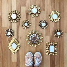 """Para este fin de semana pinta tus espejos pequeños con tonos metalicos para darle un look más audaz a tu decoración. @vicky_myfuntime escogió dorado. Busca """"ideas de espejos en Pinterest para más inspiración."""