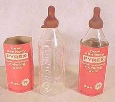 Glass baby bottles that you needed to sterilize first time I had stitches when I cut my finger when one of these broke washing it Retro Baby, Great Memories, Childhood Memories, Glass Baby Bottles, Milk Bottles, Thing 1, Bottle Feeding, Oldies But Goodies, Baby Born