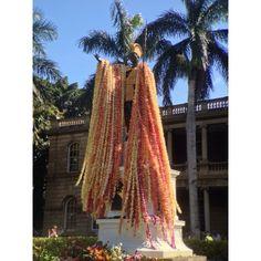Kamehameha Statue lei draping #kamehamehaday #squaready