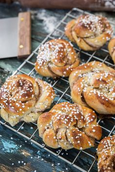 There is something rather special about the scent of cinnamon buns. Warm, reassuring and absolutely delicious. Chef Boyardee, Swedish Recipes, Fika, Dry Yeast, Bread Baking, Cinnamon, Rolls, Eat, Cooking