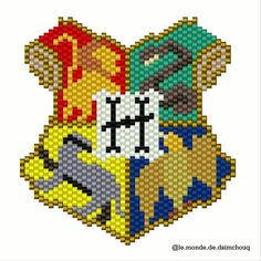 Browse Daily Anime / Manga photos and news and join a community of anime lovers! Perler Patterns, Peyote Patterns, Beading Patterns, Cross Stitch Patterns, Slytherin, Hogwarts Crest, Miyuki Beads, Hama Beads, Harry Porter