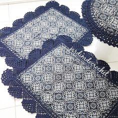 Jogo de banheiro de crochê: 80 ideias e tutoriais cheios de charme Interior Design Living Room, Living Room Designs, Craftsman Bathroom, Home Crafts, Bathroom Crafts, Bathroom Mat, Knit Rug, Crochet Carpet, Place Mats