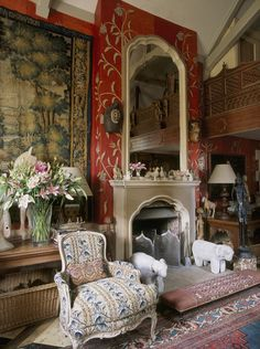 Wonderful Room of the Day ~ red English sitting room with tapestry and plethora of patterns The post Room of the Day ~ red English sitting room with tapestry and plethora of . English Interior, English Decor, Elegant Home Decor, Elegant Homes, Room Tapestry, Tapestries, Interior And Exterior, Interior Design, English Country Style