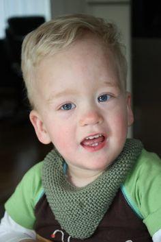 Bandana - smekke for tøffe gutter (eller jenter) Bandana, Knitting, Crochet, Baby Ideas, Knits, Bandanas, Tricot, Breien, Crochet Crop Top