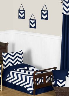 Moderize your tot's room with this Navy and White Chevron 5 Piece Toddler Zigzag Bedding Set