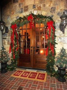 top-14-christmas-front-door-decors-easy-happy-new-year-party-design-project (2)
