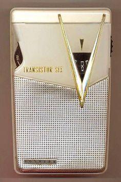 "new-century-modernist: ""Unleashed mid-century style for your pants pocket: transistor radios "" Radio Vintage, Antique Radio, Pocket Radio, Retro Clock, Retro Radios, Transistor Radio, Old Music, Record Players, Old Tv"