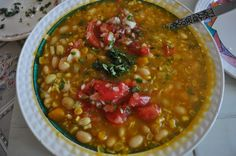 porotos granados (beans with a lot of delicious things) Typical Chilean summer delicious meal. Chilean Food, Chilean Recipes, Food Baby, Baby Food Recipes, Kinds Of Beans, Bakery Menu, Summer Food, Veggie Dishes, Chi Chi