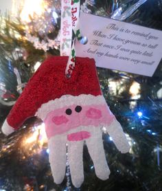 Santa handprint ornament. I'm seriously doing this with my boys next year! Makes me wanna cry!!