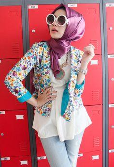 รูปภาพ fashion, girl, and hijab Islamic Fashion, Muslim Fashion, Modest Fashion, Turban, Middle Eastern Clothing, Simple Hijab, Hijab Collection, New Look Fashion, Modern Hijab