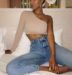 Females' design and style tips to cause you to feel and look your ideal! Denim Jeans, Mom Jeans, Looks Style, My Style, Summer Outfits, Cute Outfits, Bar Outfits, Vegas Outfits, Club Outfits For Women
