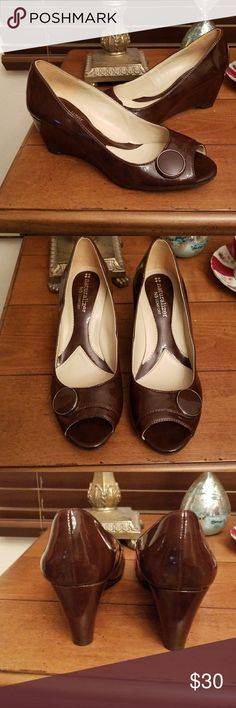 "Naturaizer Bonna patent brown wedges 5.5 NWOB New NO box  Peep toe BUTTON accent  Comfort instep Approx 2.5"" wedge heels  NO TRADES  NO LOWBALL OFFERS  NO NEGOTIATING OVER COMMENT, USE OFFER BUTTON Naturalizer Shoes Wedges"