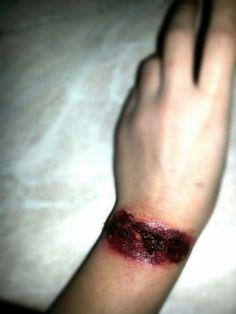 Hand cut make-up