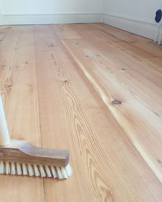 Kanske såpskurat golv efter slipning?