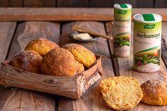 Porkkanalaatikkosämpylät – Hellapoliisi Baked Potato, Potatoes, Bread, Cheese, Ethnic Recipes, Food, Healthy, Potato, Brot