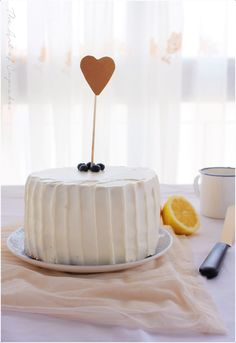 Tarta de cumpleaños de limón y arándanos (25 años y 25 cosas sobre mí)