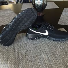 Nike roshe run Black Oreo roshe runs.  Size 7 in women's. NWT as shown in the picture. Nike Shoes Athletic Shoes
