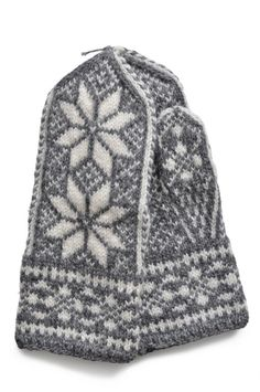 Timeless dressing and its crafts Knit Mittens, Knitted Gloves, Knitting Accessories, Scandinavian, Knit Crochet, Fair Isles, Norway, Black White, Crafts