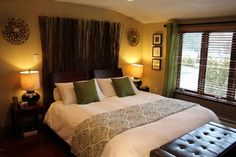 color scheme of living room - espresso, cream/beige, green