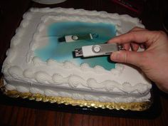Gave the lady at the counter my thumb drive with a picture I wanted on the cake. This is what I got back.